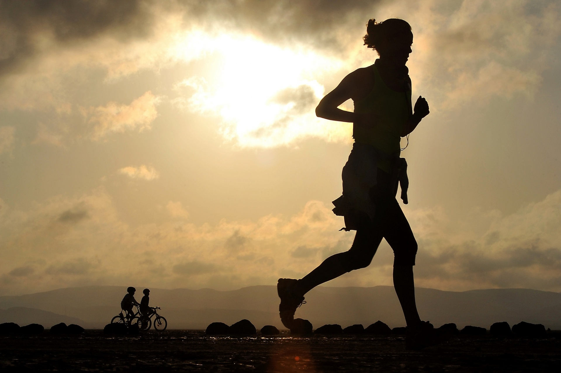 runner-silhouette-15524324080mM